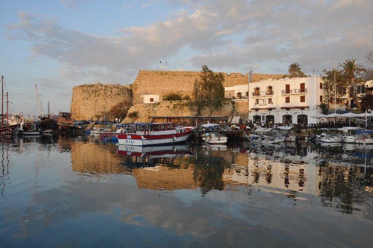 Girne Burg und Hafen