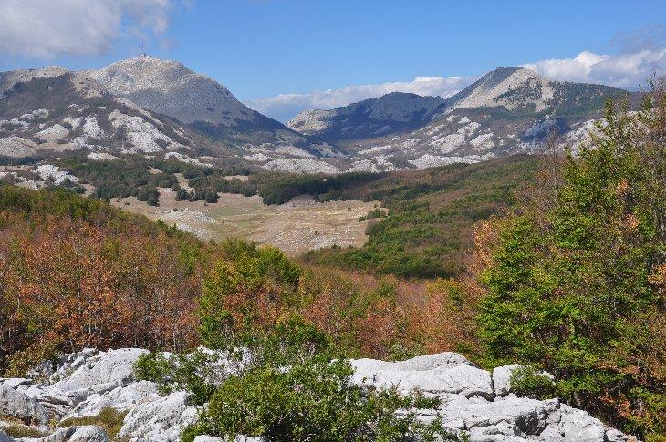 die zwei höchsten Gipfel der Lovcen Gebirge, Stirovnik und Jezerski vrh